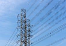 高压输电塔 免版税库存图片