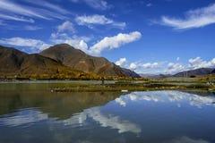 高原河在西藏 库存照片