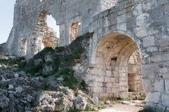 高原Mangup无头甘蓝的一个古老堡垒废墟。乌克兰,克里米亚 免版税库存图片