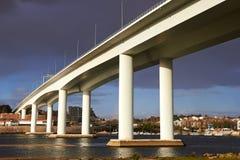 高和长的具体桥梁 免版税库存图片