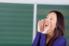 高喊的女学生 免版税库存图片