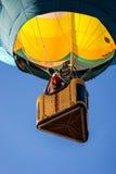登高在一个热空气气球 免版税图库摄影
