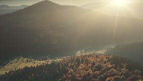 高地有雾的谷日出视域鸟瞰图 股票录像