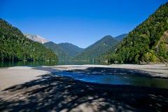 高地湖Ritsa和山早晨,阿布哈兹 库存图片
