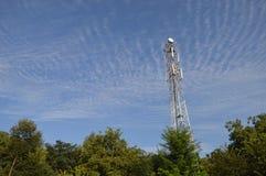 高塔在美丽的天空下 库存照片