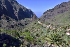 高处的传统Masca村庄在山,特内里费岛 库存照片