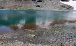 高处的湖 意大利阿尔卑斯 免版税库存图片