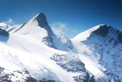 高多雪的山 免版税图库摄影