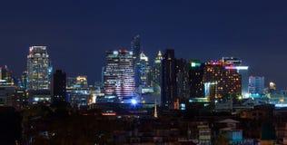 高大厦在城市 免版税库存照片