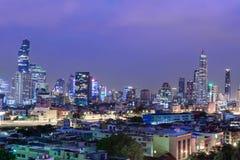高大厦在城市 免版税库存图片