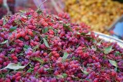 高尔基莓果在市场上,德黑兰,伊朗 免版税库存照片