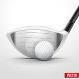 高尔夫俱乐部和球在冲击的时刻 免版税图库摄影