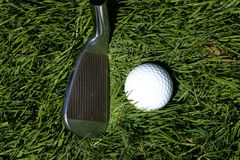 高尔夫俱乐部和球 库存图片