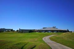 高尔夫俱乐部有海视图 免版税库存照片