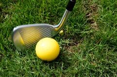高尔夫球、俱乐部或者铁 库存照片