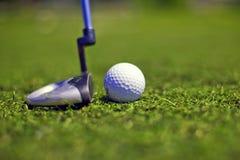 高尔夫球作用轻击棒 免版税库存照片