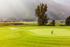 高尔夫球区实践 库存图片