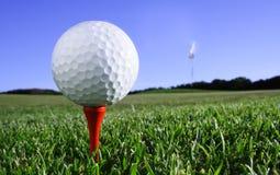高尔夫球发球区域 免版税库存图片