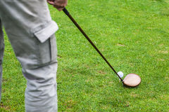 高尔夫球司机命中 免版税库存照片