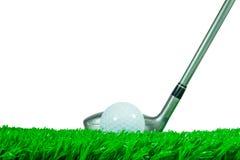 高尔夫球和航路木头在草 库存照片