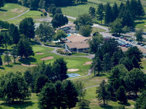 高尔夫球场概略的看法  免版税库存照片