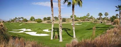 高尔夫球场的全景 免版税库存照片