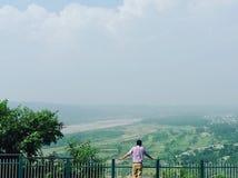 高尔夫球场看法由河tawi的 免版税库存照片
