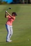 高尔夫球女孩摇摆欧洲 图库摄影