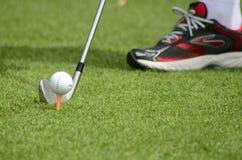 高尔夫球技巧 免版税库存图片