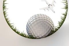 高尔夫球接近的孔 图库摄影