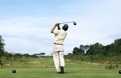 高尔夫球摇摆 免版税库存图片