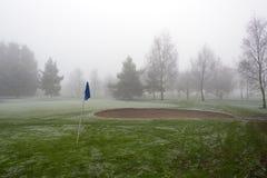 高尔夫球旗子和地堡 库存图片
