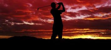 高尔夫球日落摇摆 库存照片