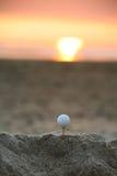 高尔夫球日落 免版税库存图片
