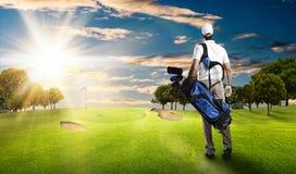 高尔夫球查出的球员射击工作室 图库摄影
