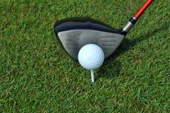 高尔夫球球击采取 库存照片