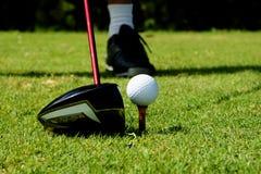 高尔夫球球击 免版税库存图片
