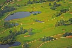 高尔夫球的领域 免版税库存照片