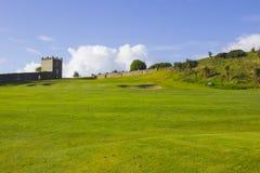 高尔夫球航路和绿色在parkland在獐鹿河谷追猎在Limavady附近在北爱尔兰 图库摄影