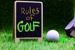 高尔夫球规则在绿色背景的 图库摄影