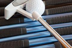 高尔夫球轻击棒和高尔夫俱乐部 库存图片