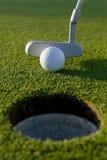 高尔夫球轻轻一击 图库摄影