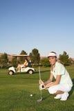 高尔夫球运动员妇女 免版税库存图片