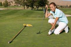 高尔夫球运动员妇女 免版税库存照片
