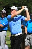 高尔夫球运动员安德鲁Dodt发球区域射击 免版税图库摄影
