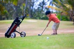 高尔夫球运动员年轻人 图库摄影
