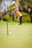 高尔夫球运动员放置 库存照片