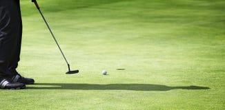 高尔夫球运动员男放置 库存图片