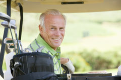 高尔夫球运动员男纵向 图库摄影