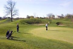 高尔夫球运动员绿色夫人 免版税图库摄影